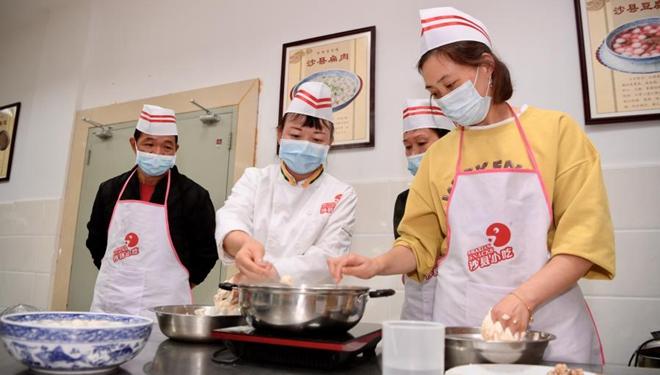 """In Bildern: Das bekannte chinesische Straßenessen """"Shaxian-Imbisse"""" zu einer wichtigen Industrie in seiner Heimat entwickelt"""