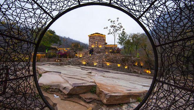 Traditionelle Dörfer mit lokalen Merkmalen fördern ländlichen Tourismus in Wuan