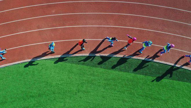 In Bildern: Rollschuh-Trainingseinheit an einer Grundschule in Hebei