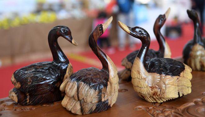 Auf 17. China-ASEAN Expo ausgestellte Kunsthandwerke erregen viel Aufmerksamkeit