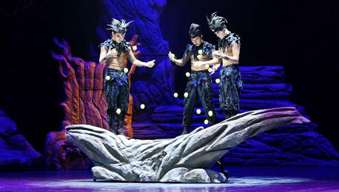 """Akrobatische Wiedergabe von """"Dem Schwanensee"""" in Fuzhou aufgeführt"""