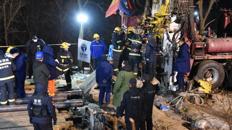 Zettel von der Mine besagt, dass 12 Arbeiter noch am Leben sind