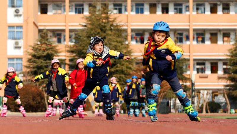 Schüler in Jiangsu beteiligen sich an Inlineskaten-Training mit Spaß