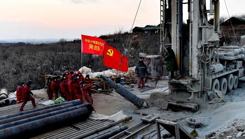 Rettungsarbeiten der acht gefangenen Bergleute sind noch im Gang