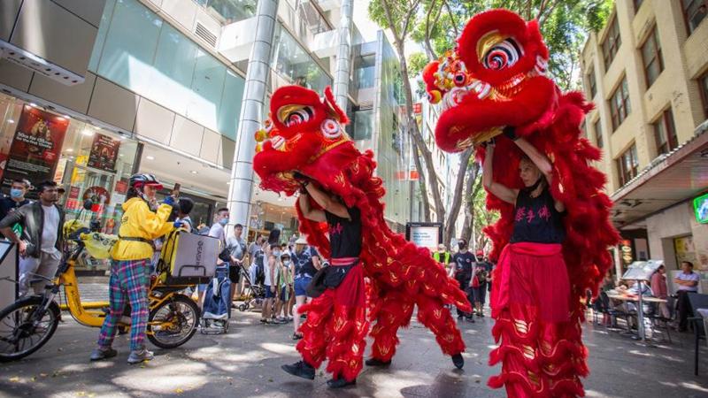 In Bildern: Löwentanzaufführung in Chinatown in Sydney
