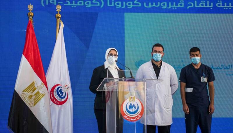 Medizinisches Personal aus Ägypten mit chinesischem Impfstoff Sinopharm geimpft