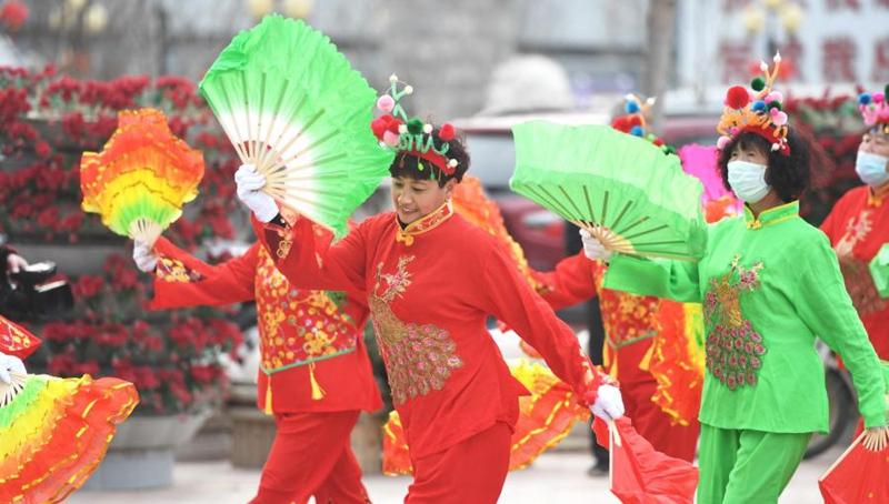 Chinesen begrüßen das bevorstehende Laternenfest
