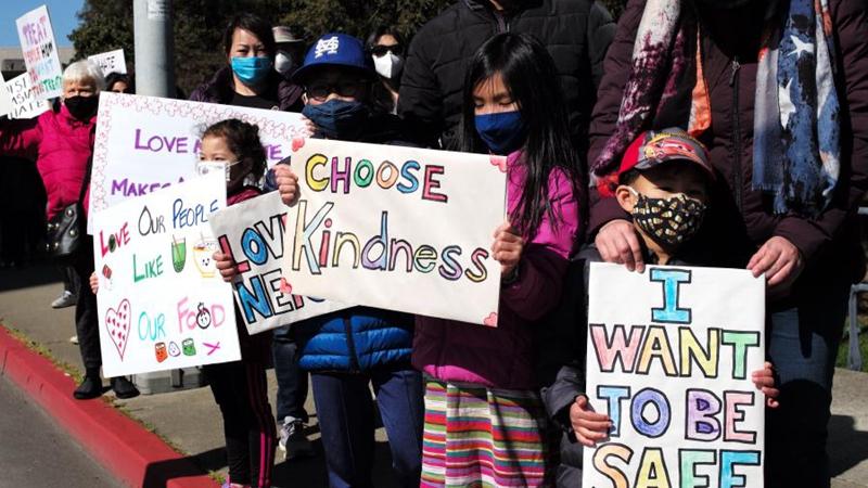 Kundgebung gegen antiasiatische Hassverbrechen findet in Kalifornien statt