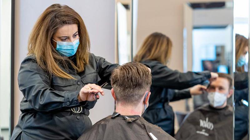 Friseursalons in Deutschland wieder geöffnet