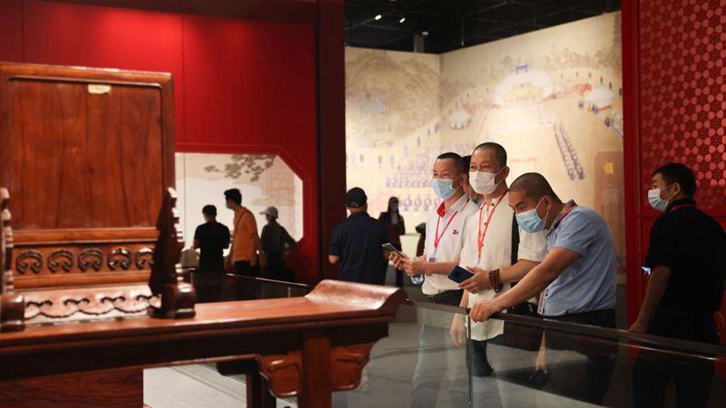 Chinesisches (Hainan) Museum des Südchinesischen Meeres zeigt Ausstellung der Sammlung des Palastmuseums
