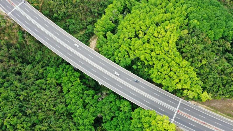 Luftaufnahmen von Schnellstraßen in Hainan