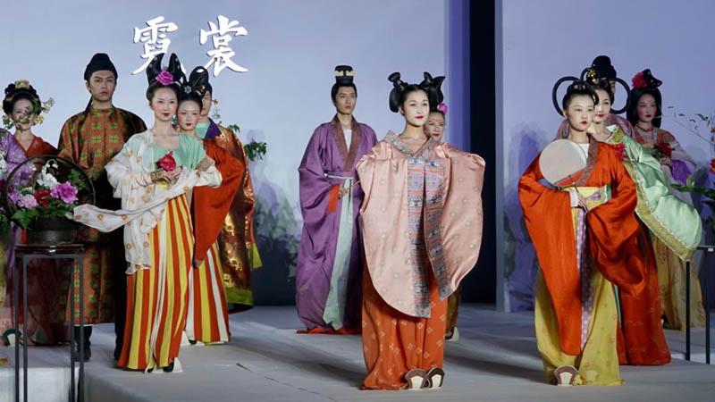 Kulturelle Veranstaltung mit alten chinesischen Kostümen findet in Luoyang statt