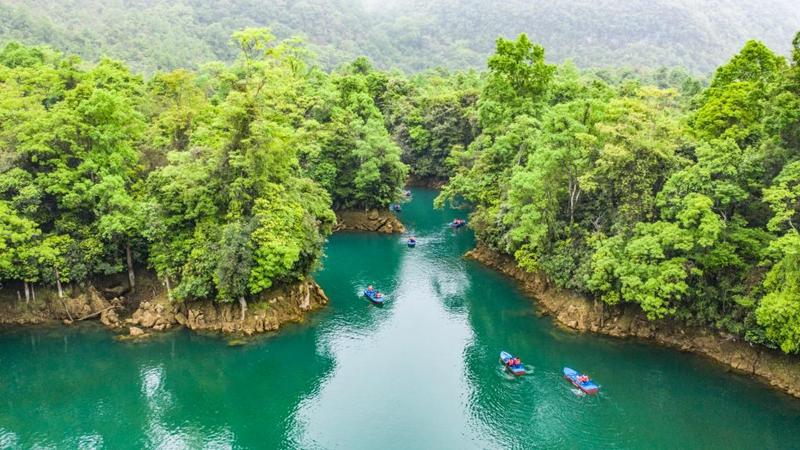 Landschaftsgebiet Xiaoqikong in Guizhou zieht Touristen an