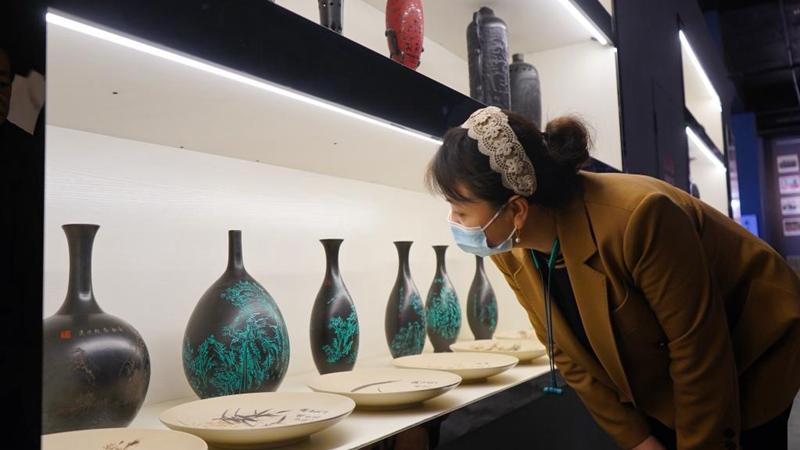 Kreis Guantao in Hebei regt die Einheimischen zur Entwicklung der Schwarzkeramik-Industrie an
