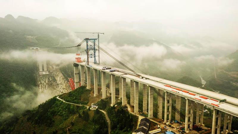 Baustelle der Brücke Dafaqu der Schnellstraße Renhuai-Zunyi in Chinas Guizhou